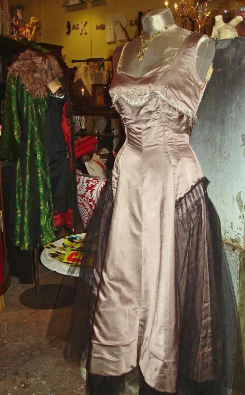 taupe_dress_and_grn_kimono.jpg